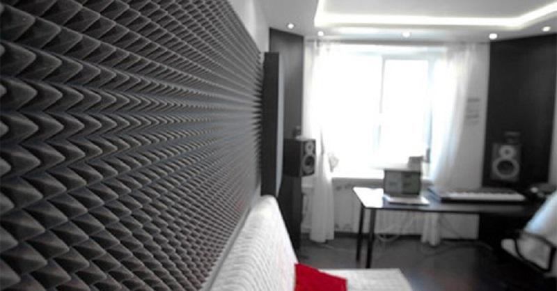 В комнате сделать шумоизоляцию стен