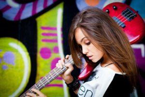 девушка гитара фон
