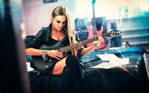 гитаристка фон