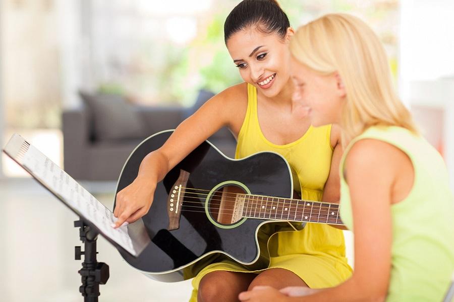 Как петь и играть на гитаре